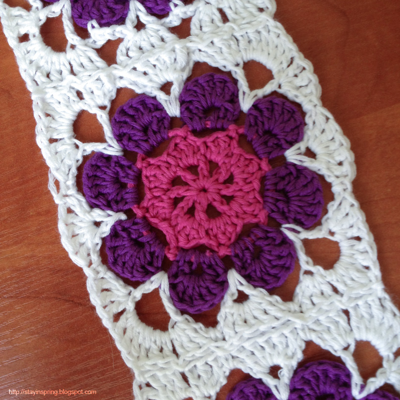 Sharing a pattern of a granny square with a flower.