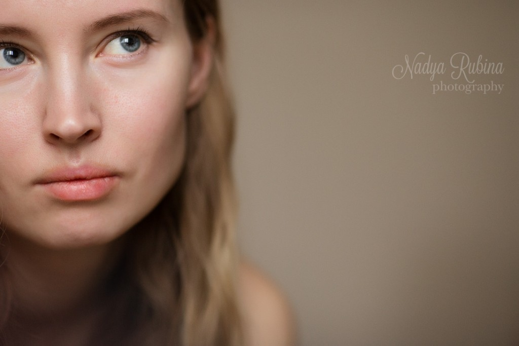 woman-closeup-portrait-indoor9