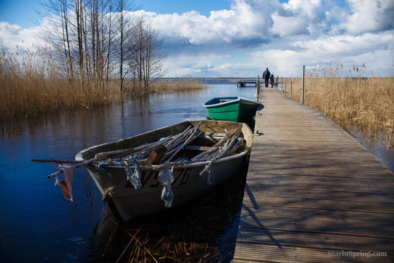 Природная тропа вдоль озера Энгуре